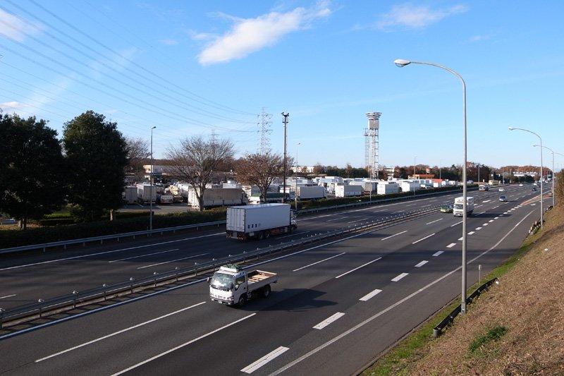 三芳町を通る「関越自動車道」