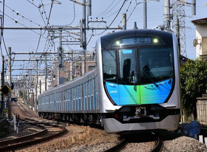 ダイヤ改正初日の「S-TRAIN」元町・中華街行き1番列車 保谷~大泉学園 (提供:西武鉄道)
