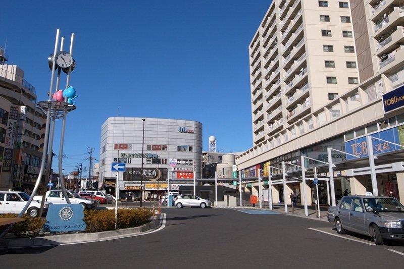 「鶴瀬」駅西口の様子
