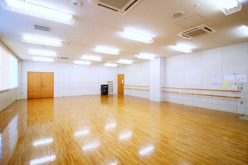 バーレッスンもできる軽体操室