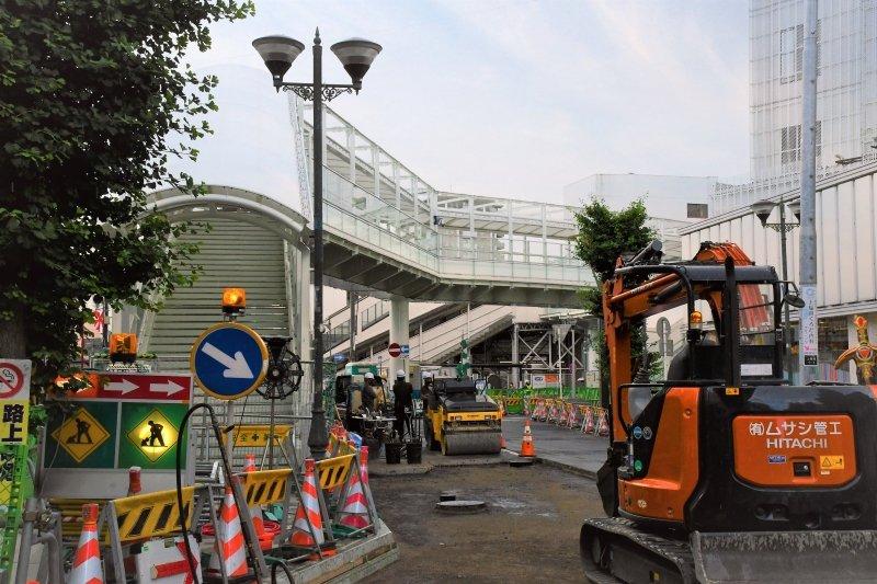 工事が進む「上福岡」駅東口