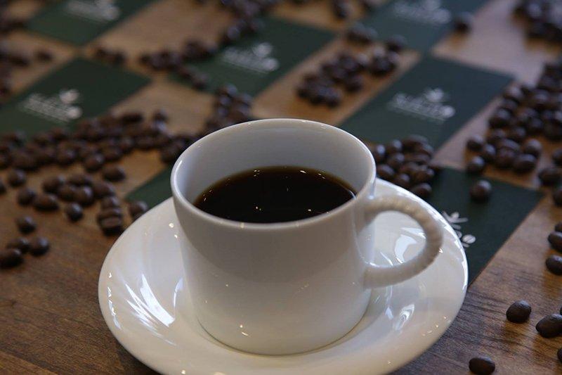 こだわりのコーヒーは生豆の種類によって焙煎度合いを変えている。