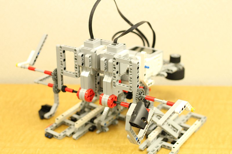 上級コースの2足歩行ロボット