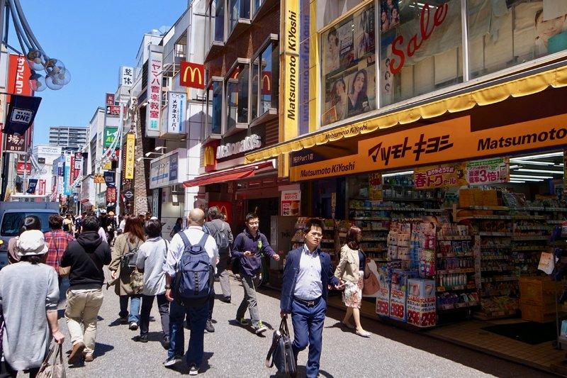 「プロペ商店街」に並ぶ店舗の様子