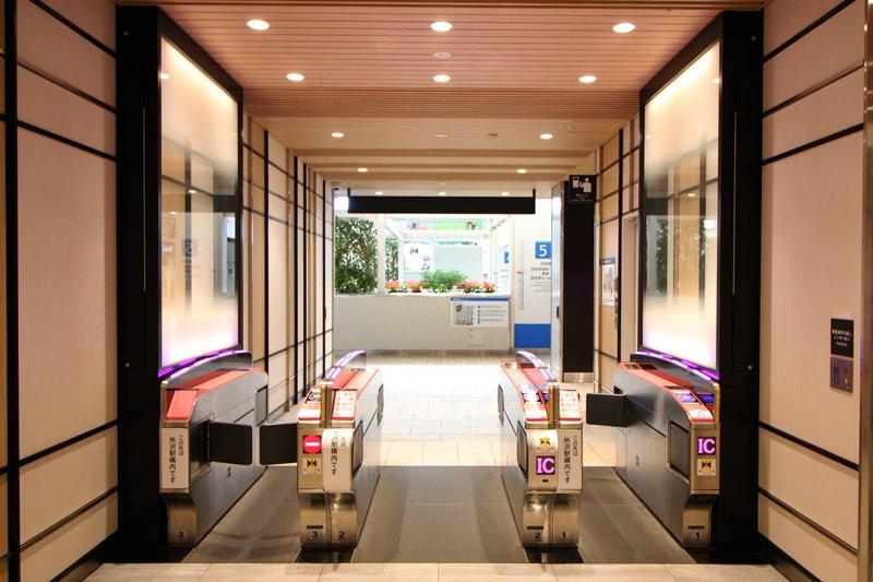 第Ⅰ期オープンの際「所沢」駅に通じる改札口も新設(利用可能時間 10:00~21:00)