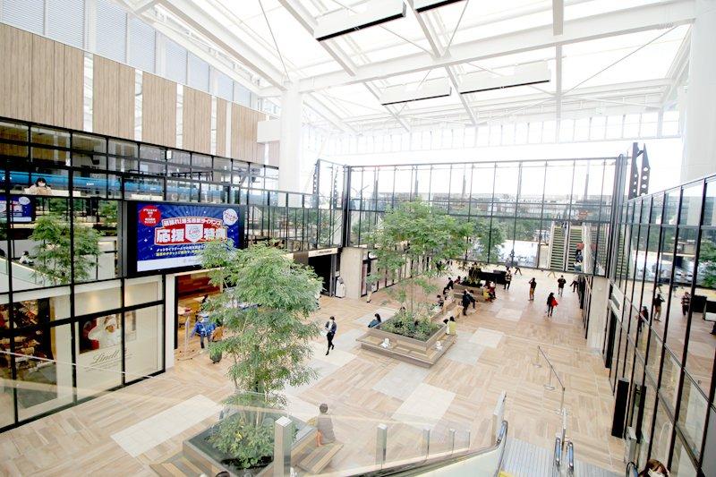 「グランエミオ所沢」。「セントラルプラザ」には大型のデジタルサイネージ(電子看板)も設置されている
